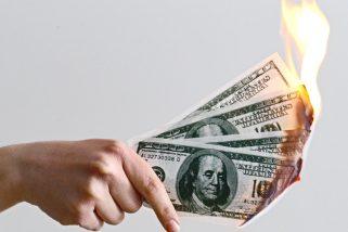 Compras no exterior: ainda vale a pena mesmo com o dólar em alta?